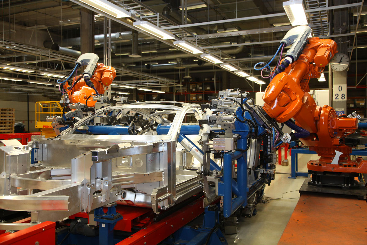 Robots at Uusikaupunki car manufacturing plant
